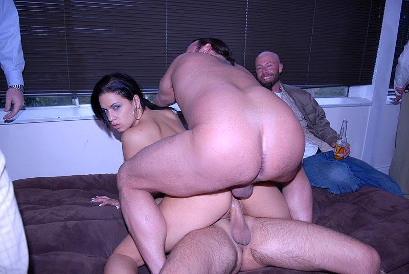 Толстый мужик снял дешовую проститутку