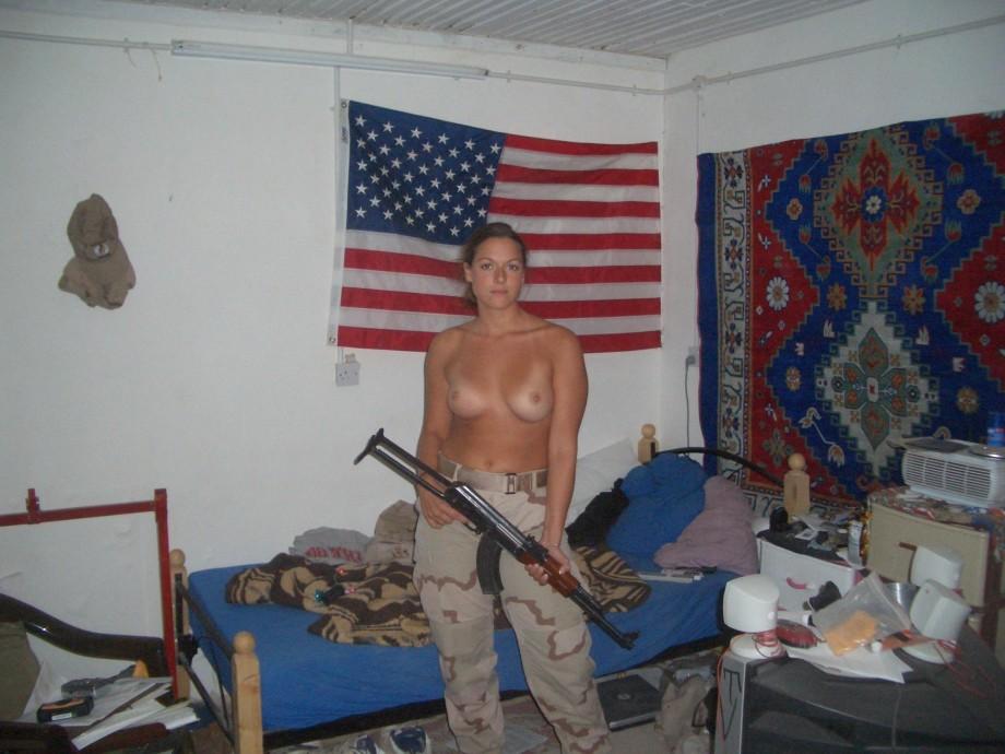 девушки в армии фото ню