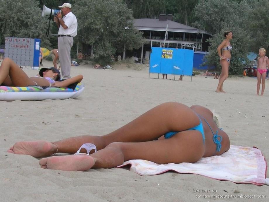 подсмотренное фото в стрингах на пляже