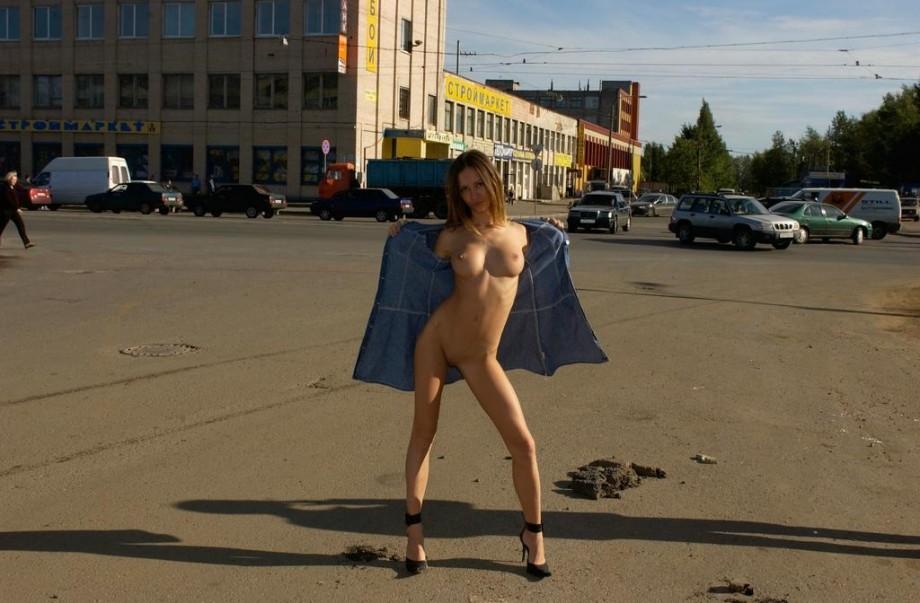 голые на улице онлайн-лн2