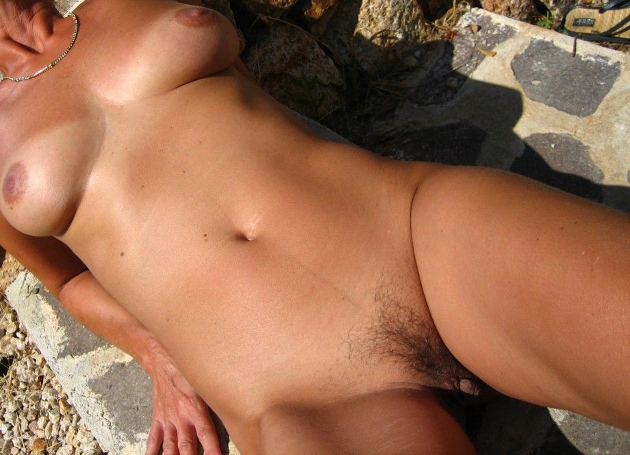 Solo naked milf pic