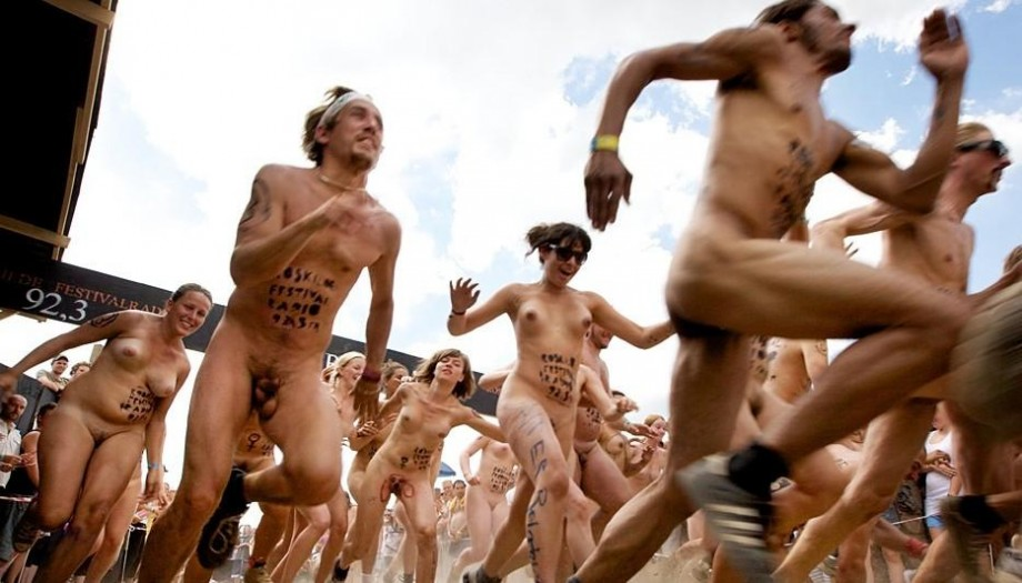 бег голых женщин видео секс когда