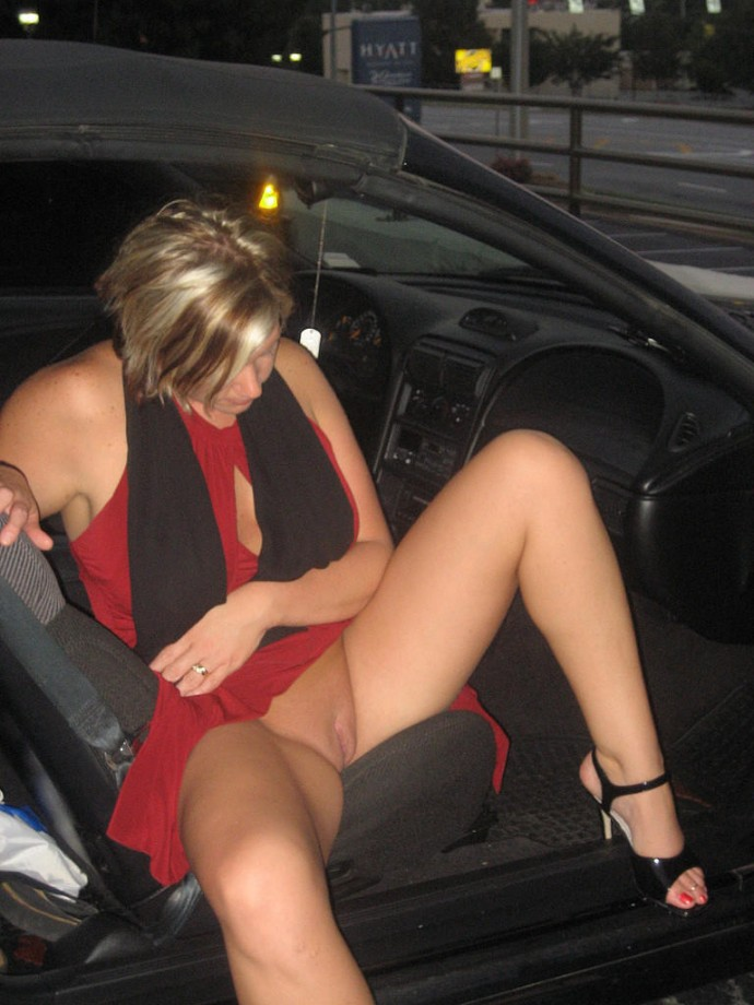 Gallery: Upskript - upskirt - sluts dont need panties! | Picture ...