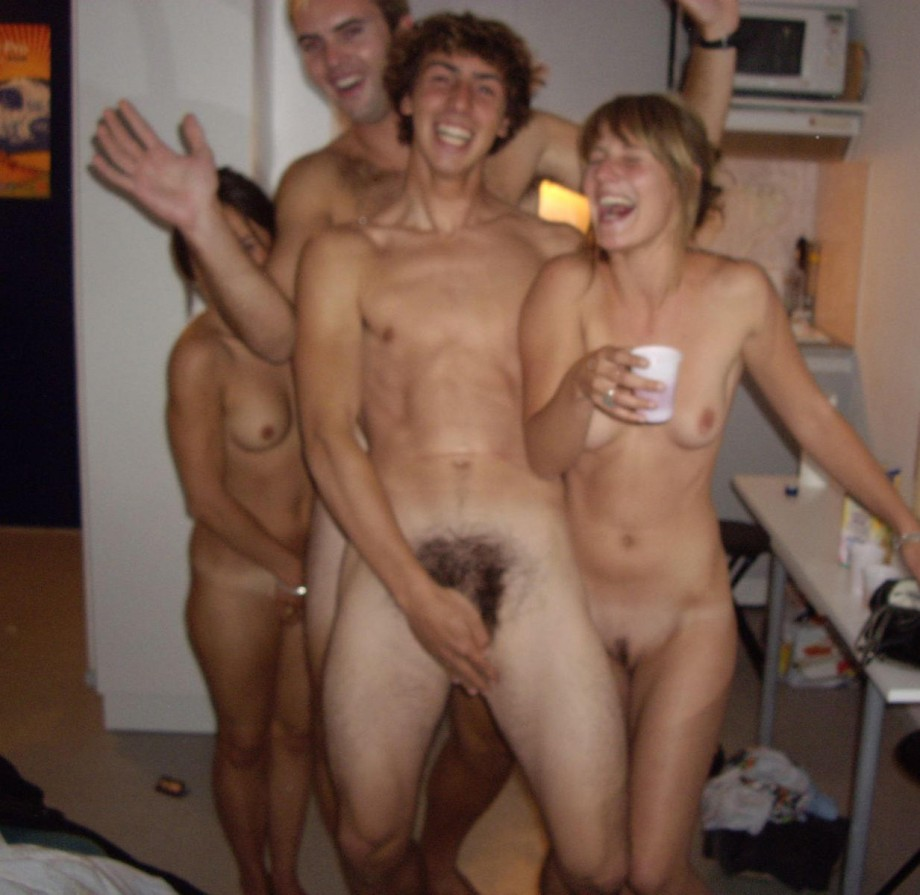 amatuer girls playing naked