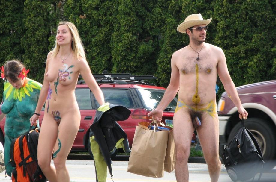 парад нудистов фото