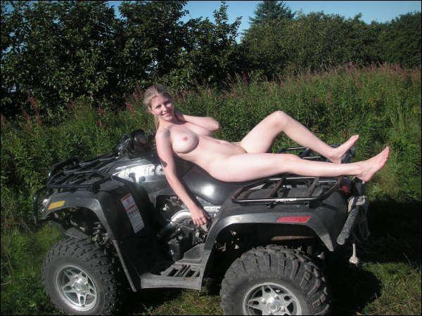 girls off roading nude