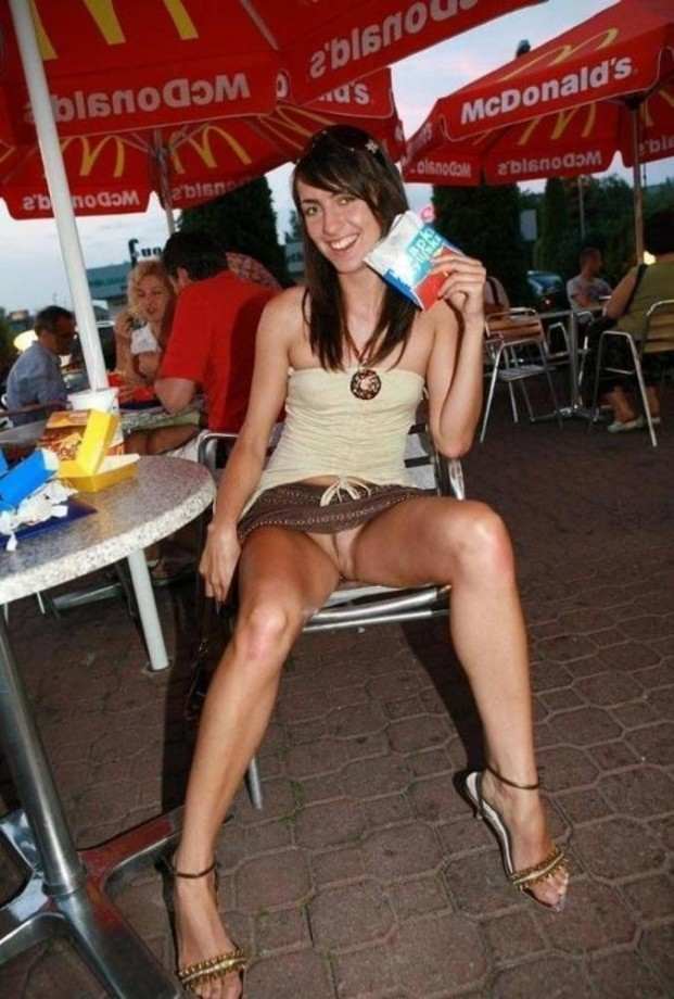 ... pussy in public | Picture: 195320 | gallery sexy-girls-flashing-pussy