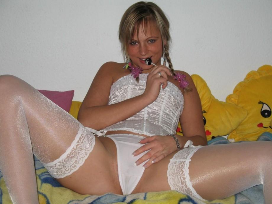 golie-devushki-v-chernih-kolgotkah-striptiz