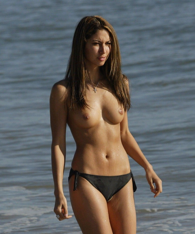 Gallery: Beach topless cameltoe 2 (amateur) | Picture ...
