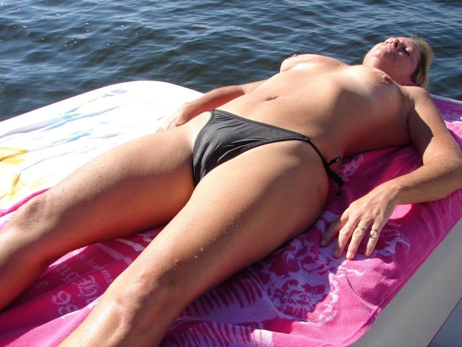 amateur picture 257344 gallery beach topless cameltoe 2 amateur