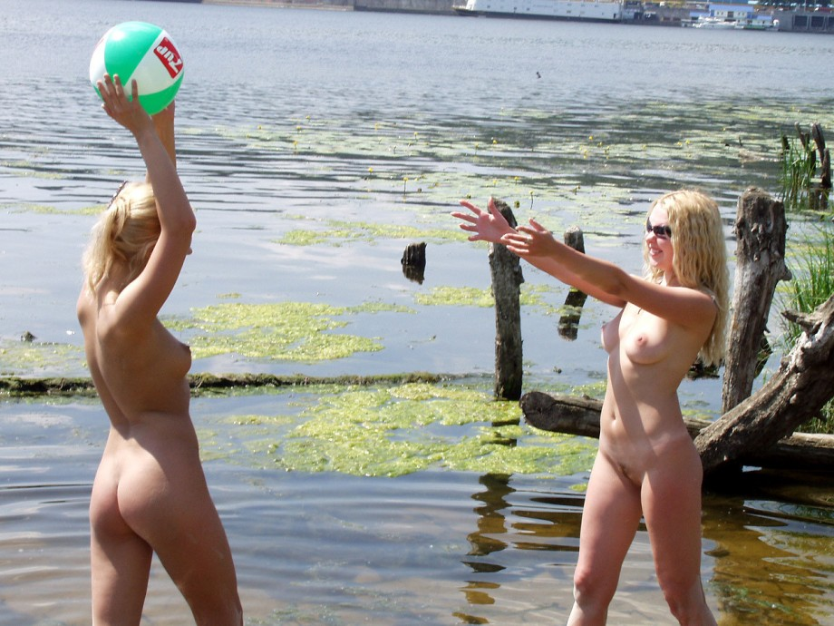 нудисты на пляже фото подборка