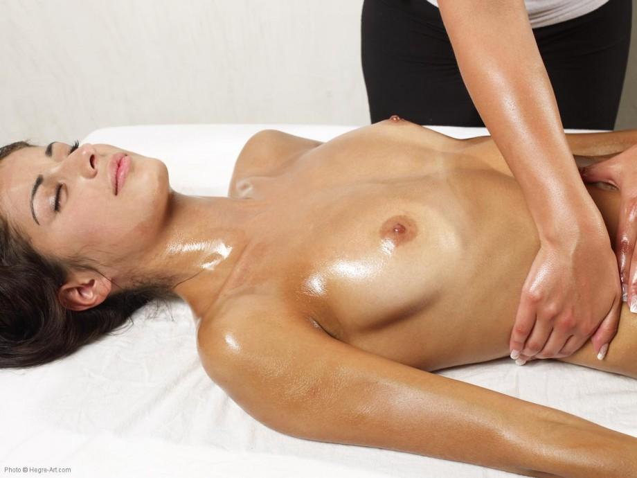 Голые массаж девушки фото