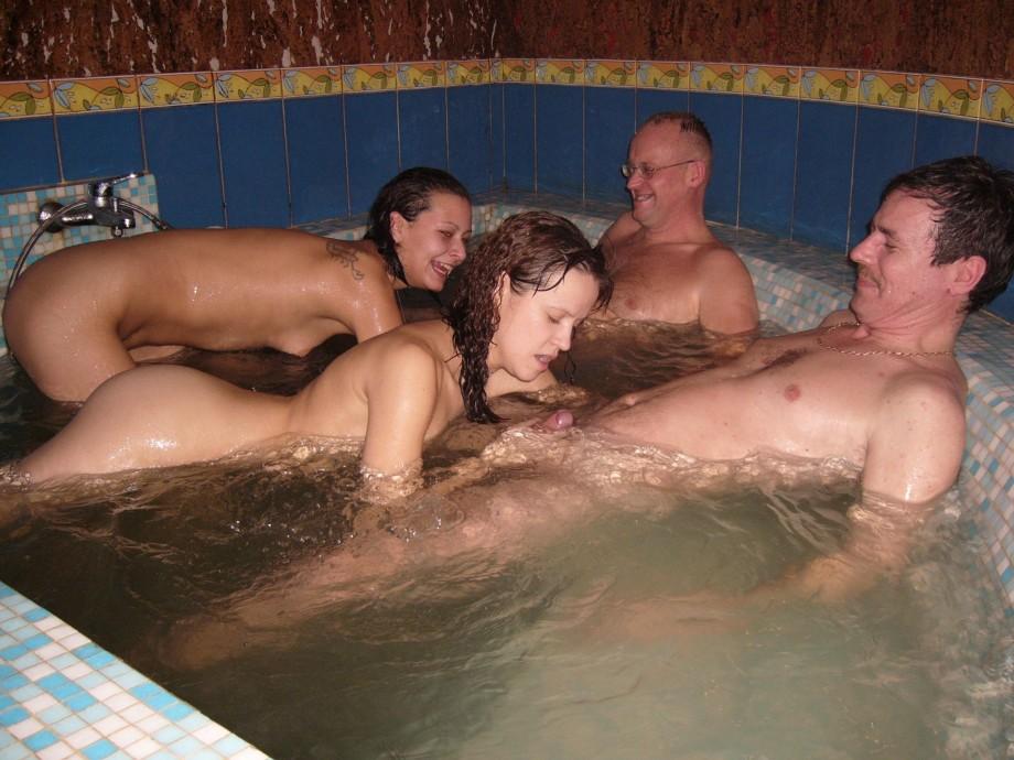 лучная разнузднная секс оргия в басейне полная версия