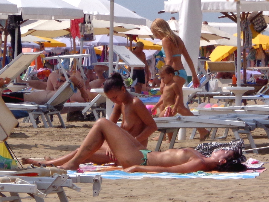 italian girls on the beach nude