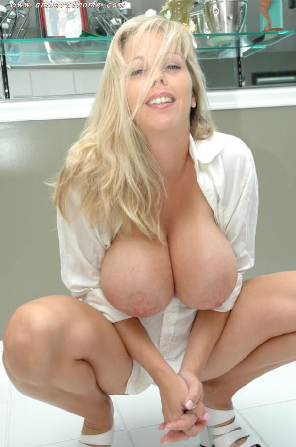 porno-blondinka-s-bolshoy-grudyu