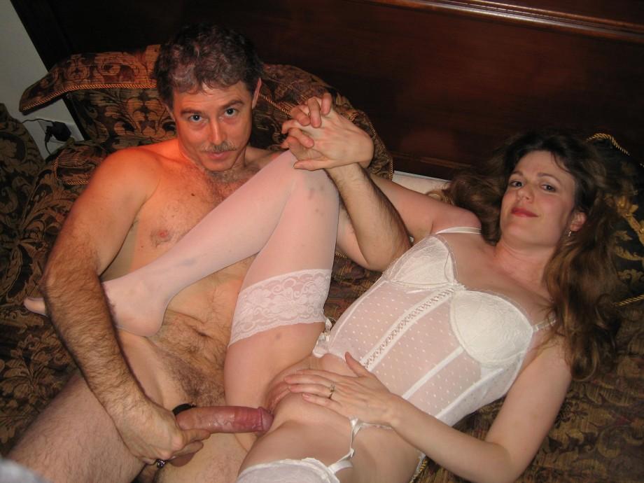 zhena-vstrechaet-gostya-porno