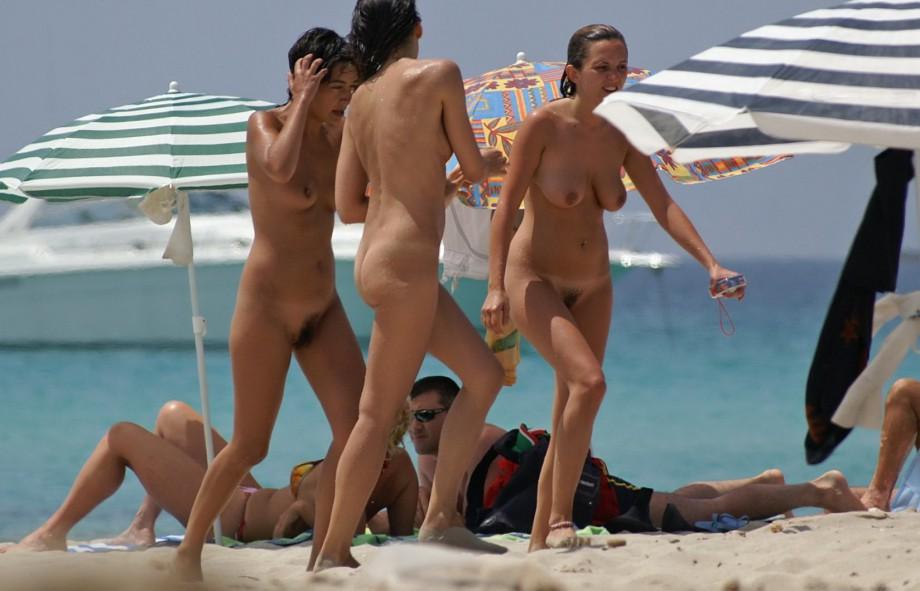 Лето продолжается, а вместе с ним и купально-пляжный сезон. . В связи с эт