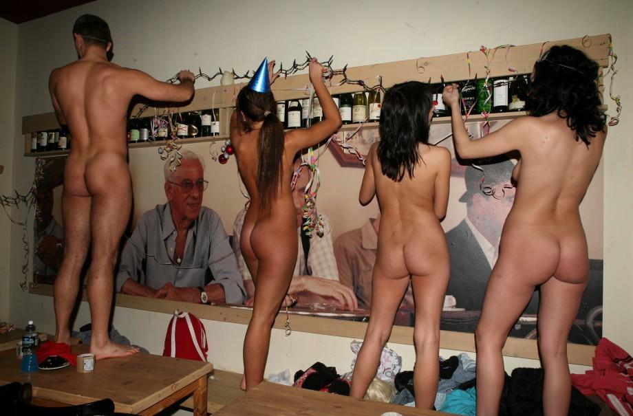 Вечеринки фото нудистов 54272 фотография