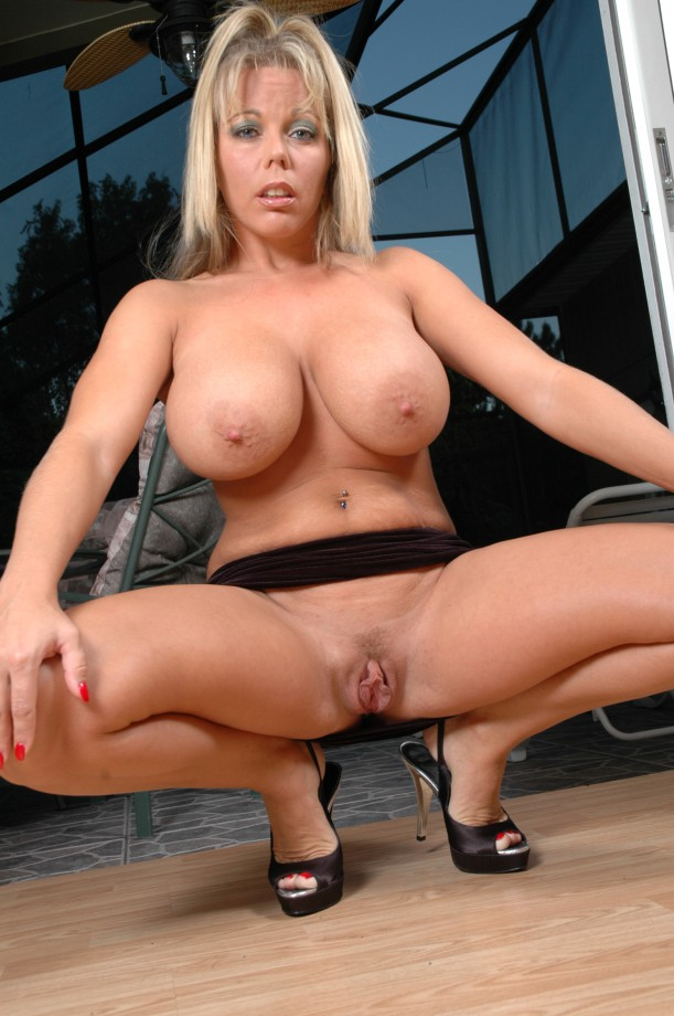 Tube beautiful blonde hand job movies