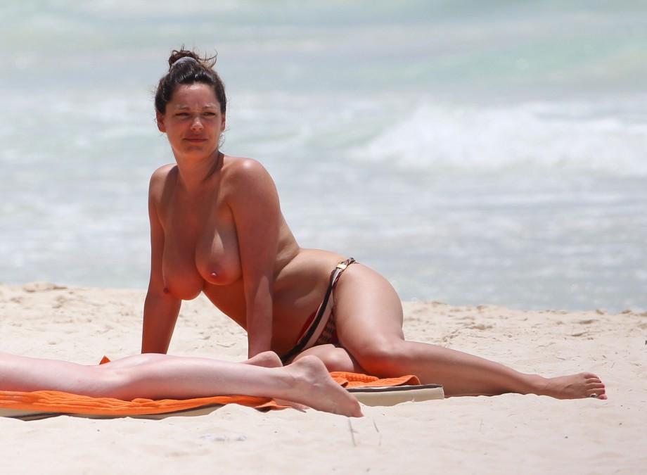Kelly Bensimon Flaunts Bikini See Her South Beach Body Porn4days 1