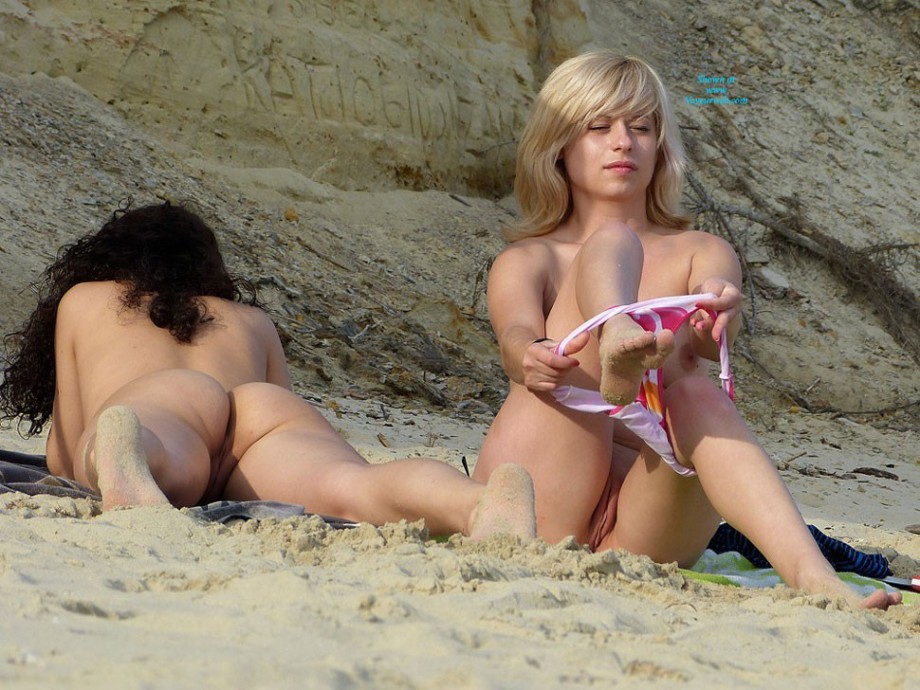 Cute French Girl Nude Beach Swim Free xxx Tubes - Look, Excite.