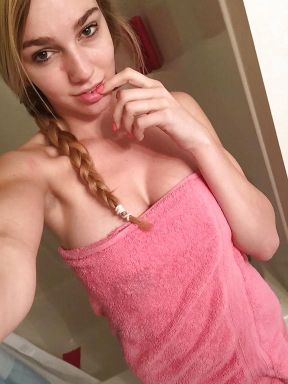 Busty girl Kendra Sunderland selfshot