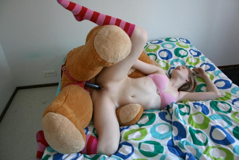Секс с плюшевым мишкой.