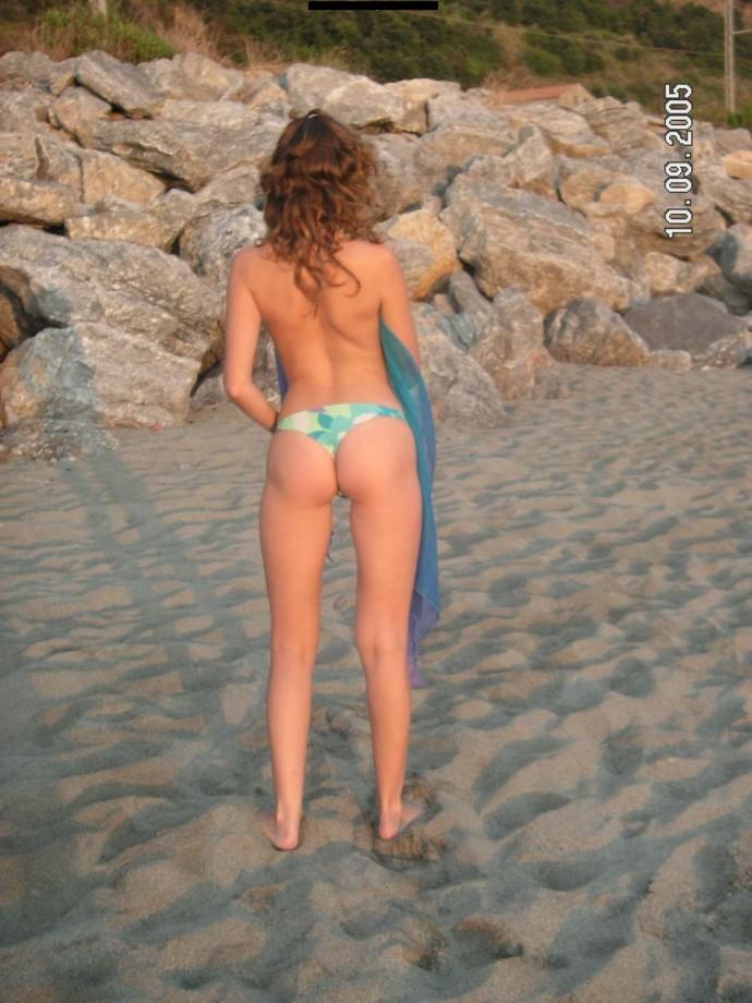 Las primas mostrando tetas en la playa (amateur)